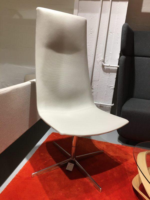 Arper Catifa 60 Direction -tuoli vaaleanharmaa