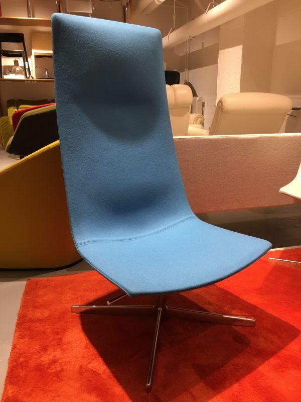 Arper Catifa 60 lounge -tuoli sininen