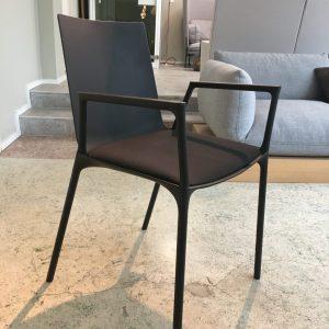Musta Wiesner-Hager macao -tuoli