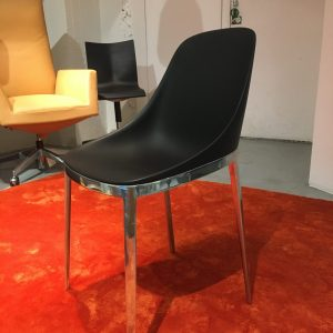 Alias elle -tuoli musta