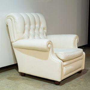 Valkoinen Poltrona Frau Bonnie -nojatuoli