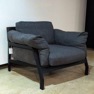 Cassina Eloro -nojatuoli, tummanharmaa