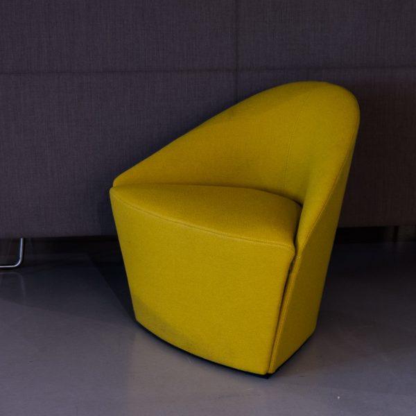 Arper Colina S -nojatuoli keltainen