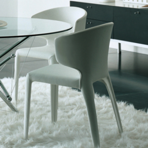 Cassina HOLA -tuoli, valkoinen